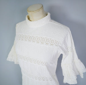 70s MEXICAN TUNIC TOP IN PINTUCKED COTTON WITH CROCHET LACE - S