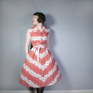 EARLY 50s BRICK RED DAISY FLORAL COTTON DAY DRESS - S