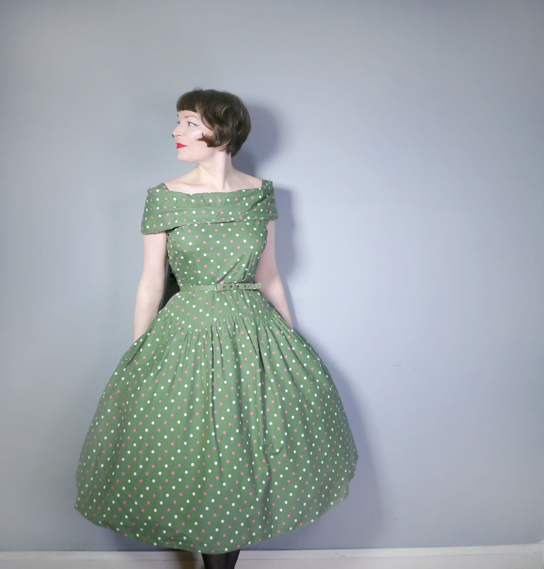 50s GREEN POLKA DOT OFF SHOULDER FULL SKIRTED DRESS WITH BELT - L / VOLUP