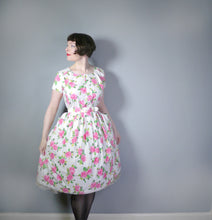 Load image into Gallery viewer, 50s 60s PINK ROSE COTTON DAY DRESS WITH POCKETS AND BELT - XL / VOLUP