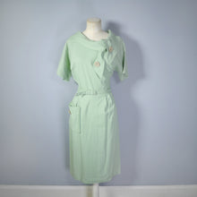 Load image into Gallery viewer, 50s PASTEL APPLE GREEN FITTED MID CENTURY DRESS WITH TIE NECK AND BELT - L / VOLUP
