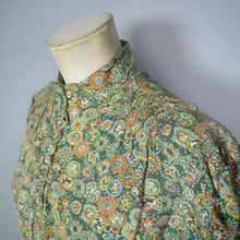 Load image into Gallery viewer, GREEN 30s 40s NOVELTY PRINT TEA DRESS WITH GLASS BALL BUTTONS AND PUFF SLEEVE - S