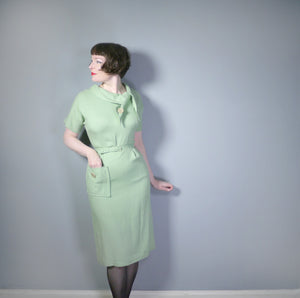 50s PASTEL APPLE GREEN FITTED MID CENTURY DRESS WITH TIE NECK AND BELT - L / VOLUP