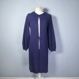 30s NAVY WOOL CREPE ART DECO COAT WITH PIN TUCK DETAILING AND BUCKLE CLASP - XS-S