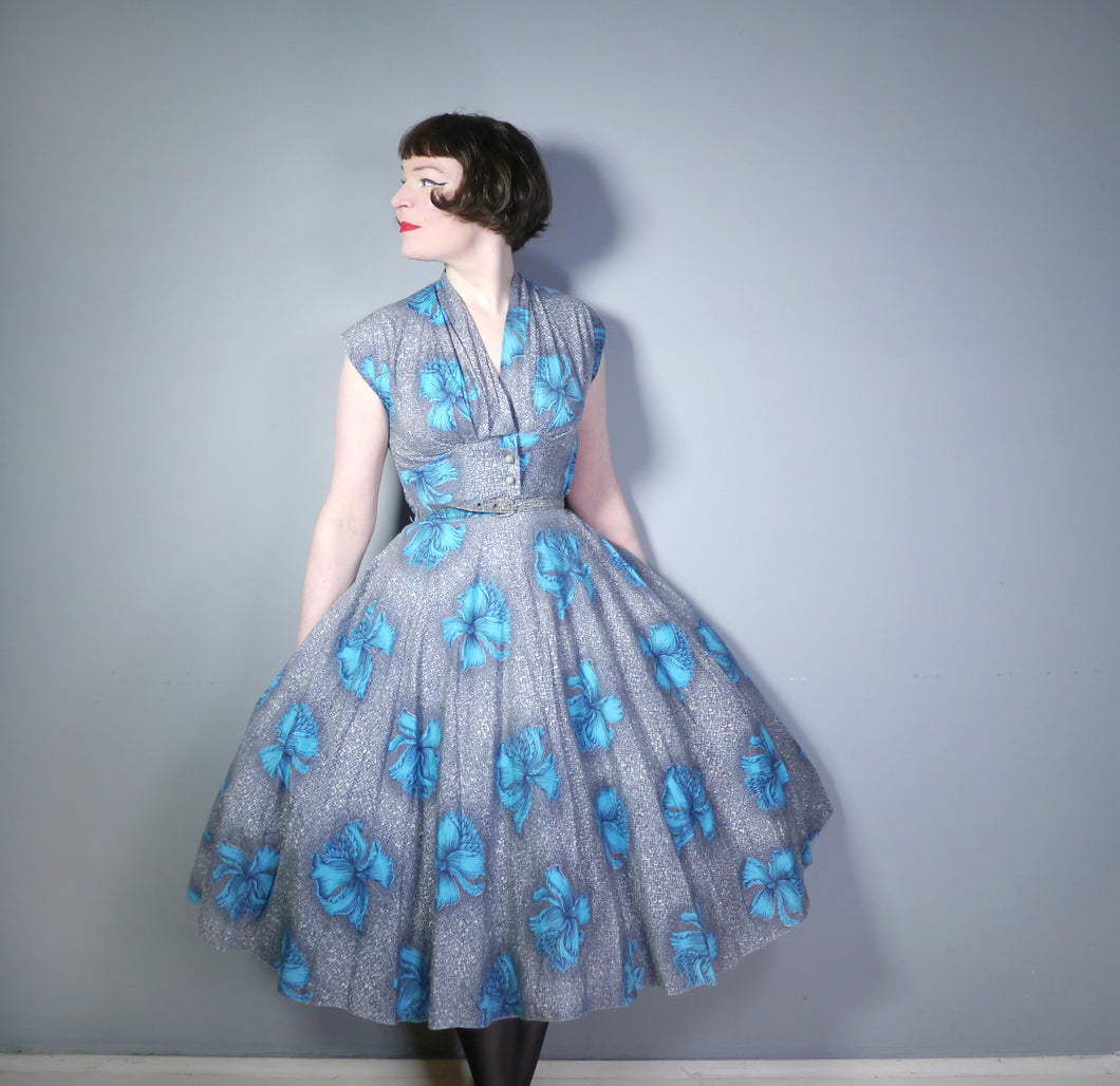 50s GREY WITH VIVID TURQUOISE FLOWERS PRINT FULL SKIRTED DAY DRESS - S
