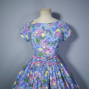 50s LIGHT BLUE FLORAL DAY DRESS WITH FULL SKIRT AND BOW DETAIL - XS (PETITE FIT)