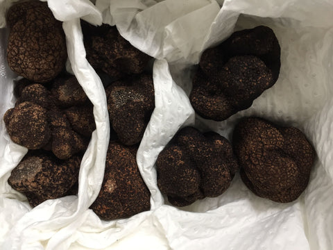 Wrapping black truffles for short term