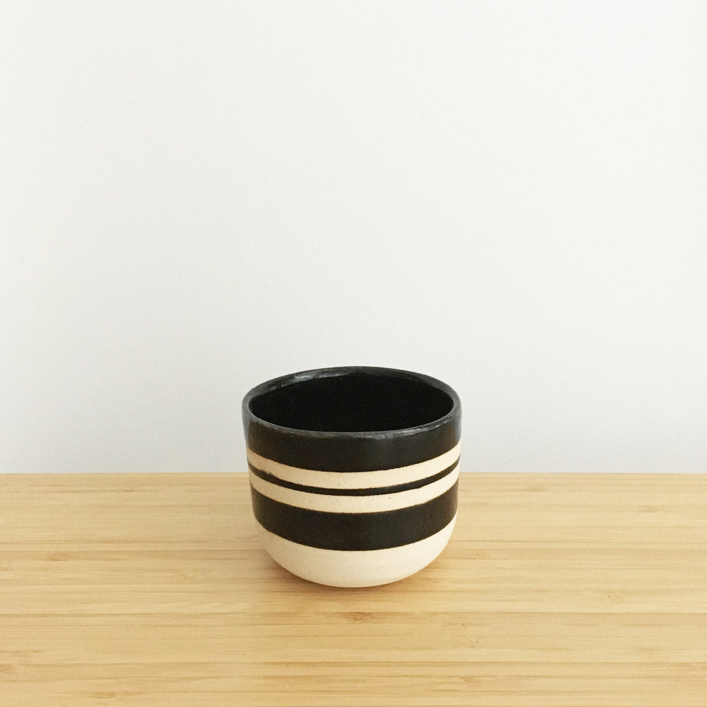 Round Cup, short, black stripes