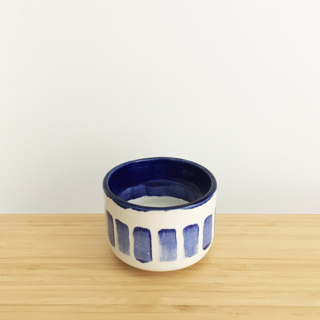 Cylindrical Cup with Ring, short, thick blue lines (HA-G)