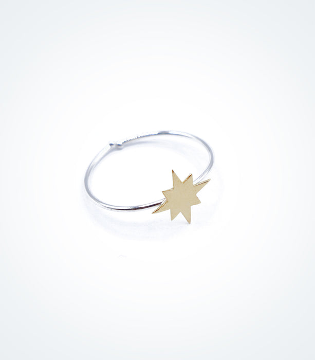 Yellow gold Shooting Star motif on white gold ring wire