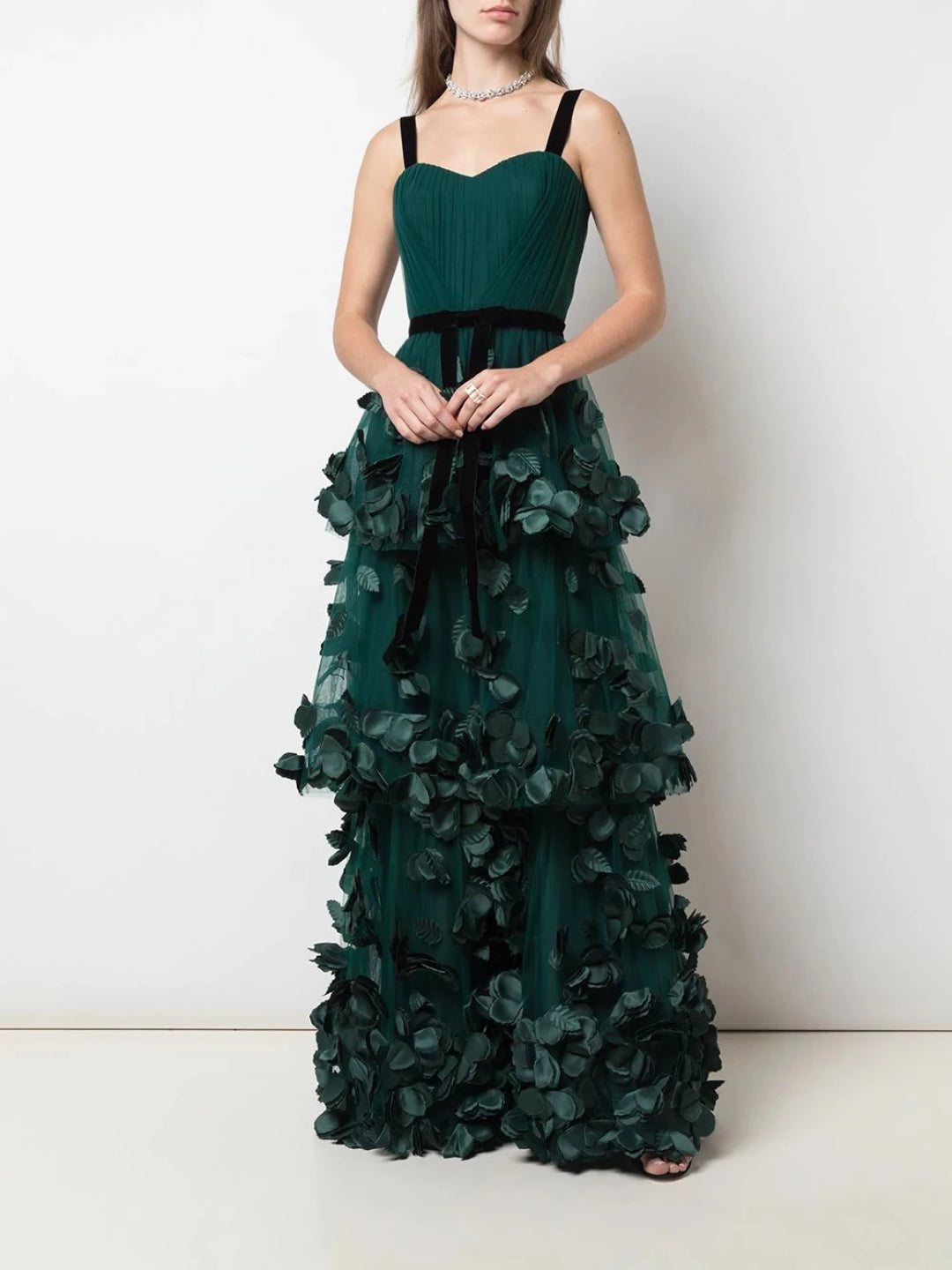 Sleeveless 3-tiered gown
