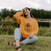 Classic Bee Kind Crewneck 18000 Lands Gold S