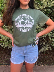 Mountain Sunrise Tee 5000 Lands Military Green S