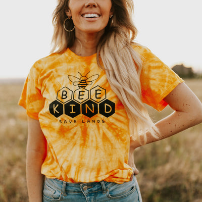 Bee Kind Honeycomb Gold Tie Dye Tee 1000 SPIDER GOLD Lands