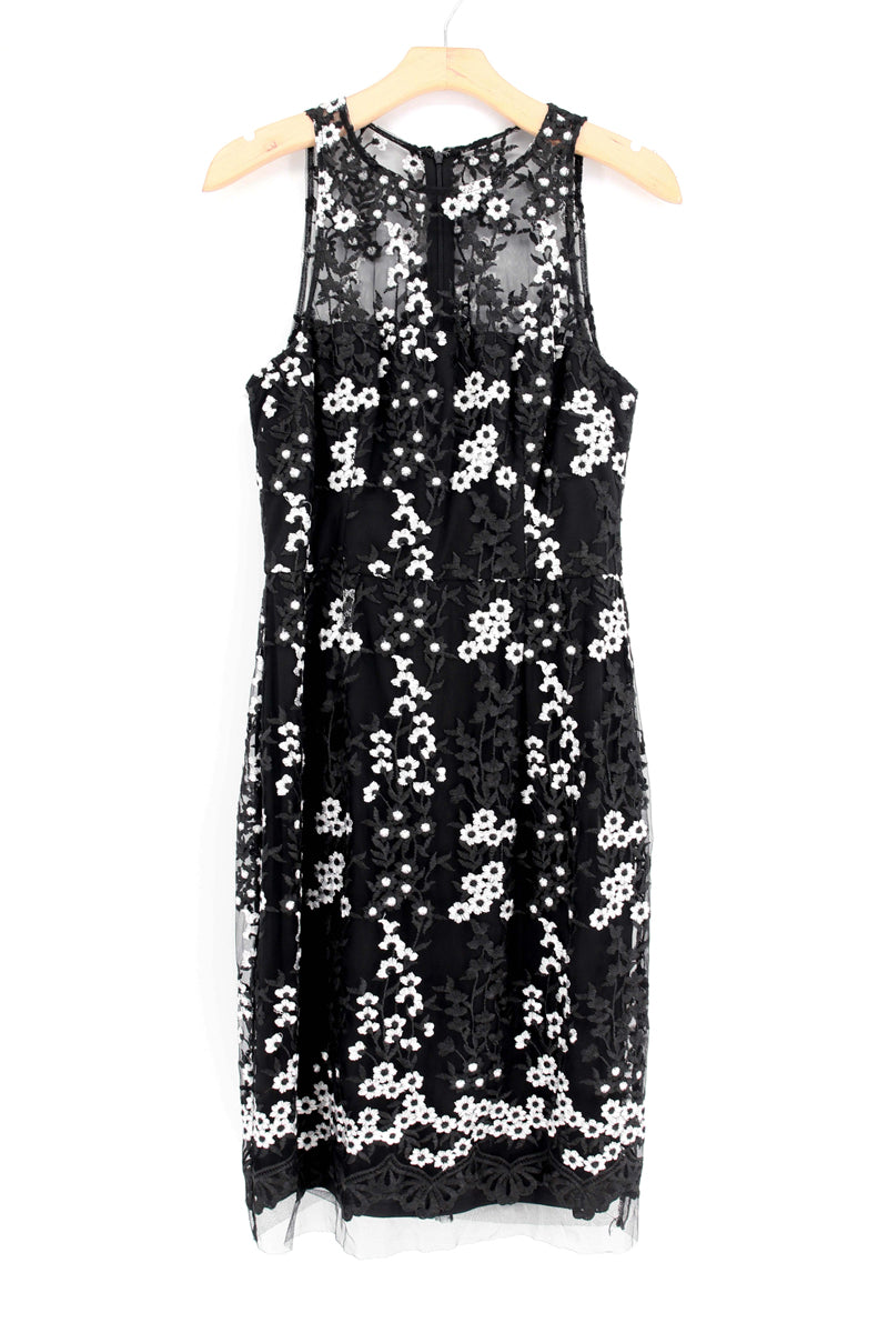 BETSEY JOHNSON Floral Lace Sheath Dress
