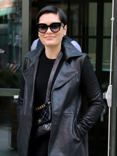 c16ad50b0d0a All black with a touch of leather? Yes, please! Check out this star-studded  chick in a black leather jacket and a Chanel Flap bag.