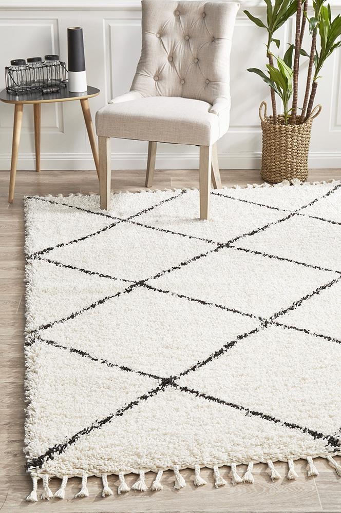 Diamond Pattern White & Black Natural Rug