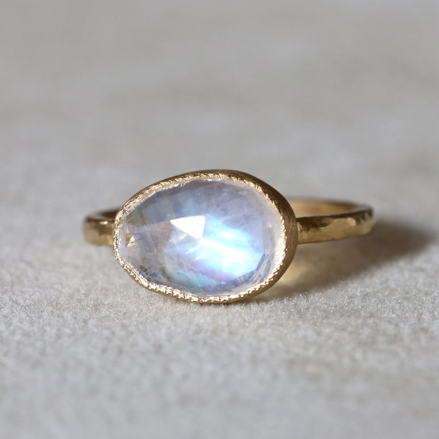 2.85ct egg shape Rianbow Moonstone Ring
