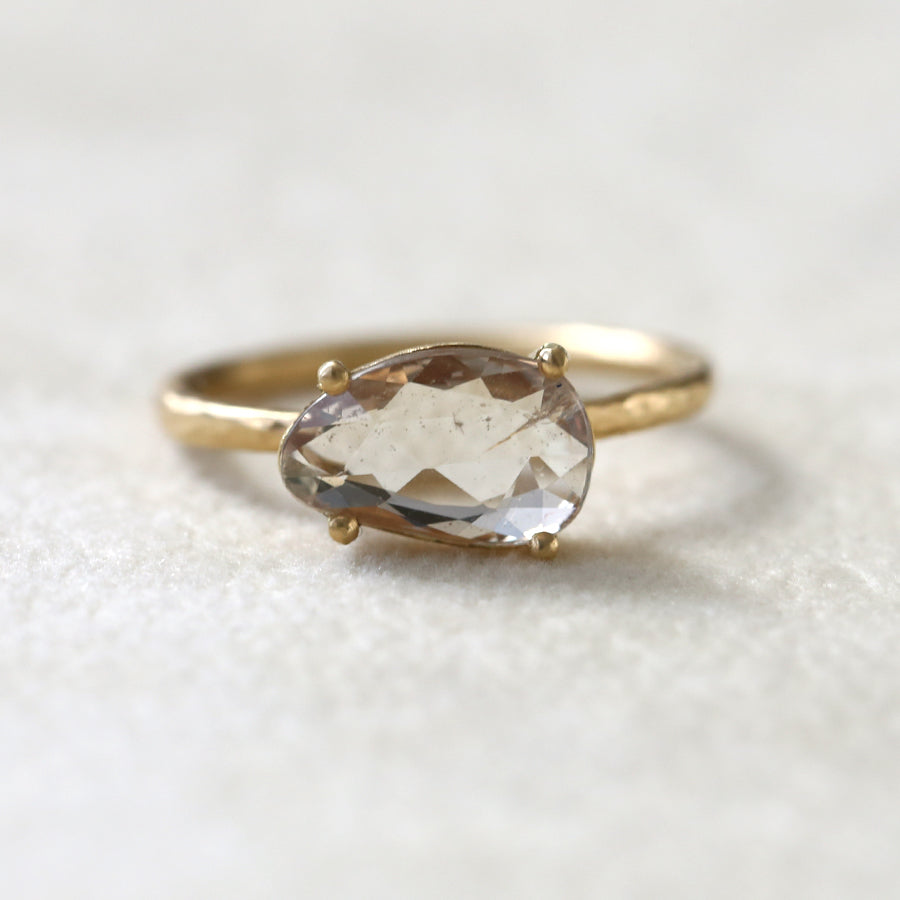 1.65ct pale yellow-peach Sapphire Ring