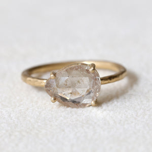 2.40ct Pale Peach-Yellow Sapphire Ring