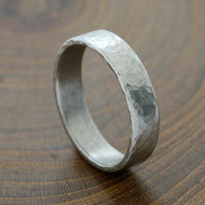 5mm hammered Platinum gold band