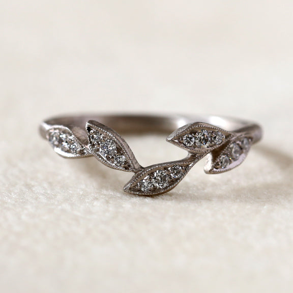 5 leaf curve ring 18kpd