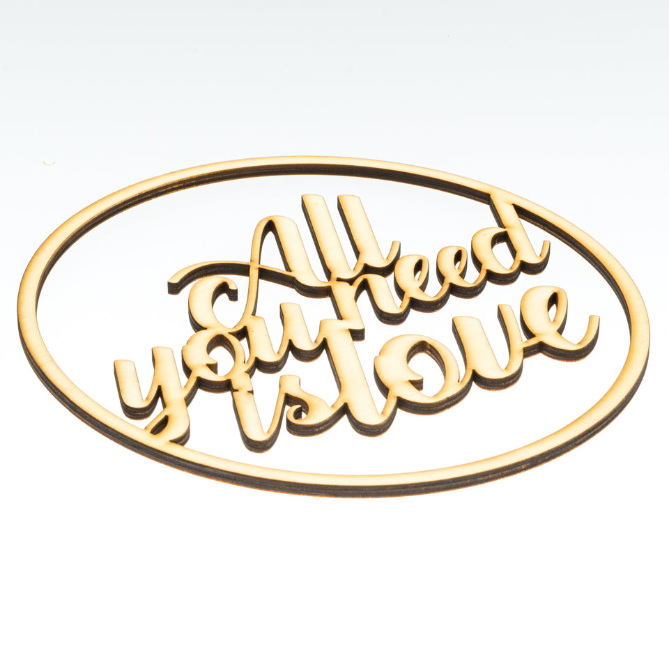 """all you need is love""   Ringdekoration"