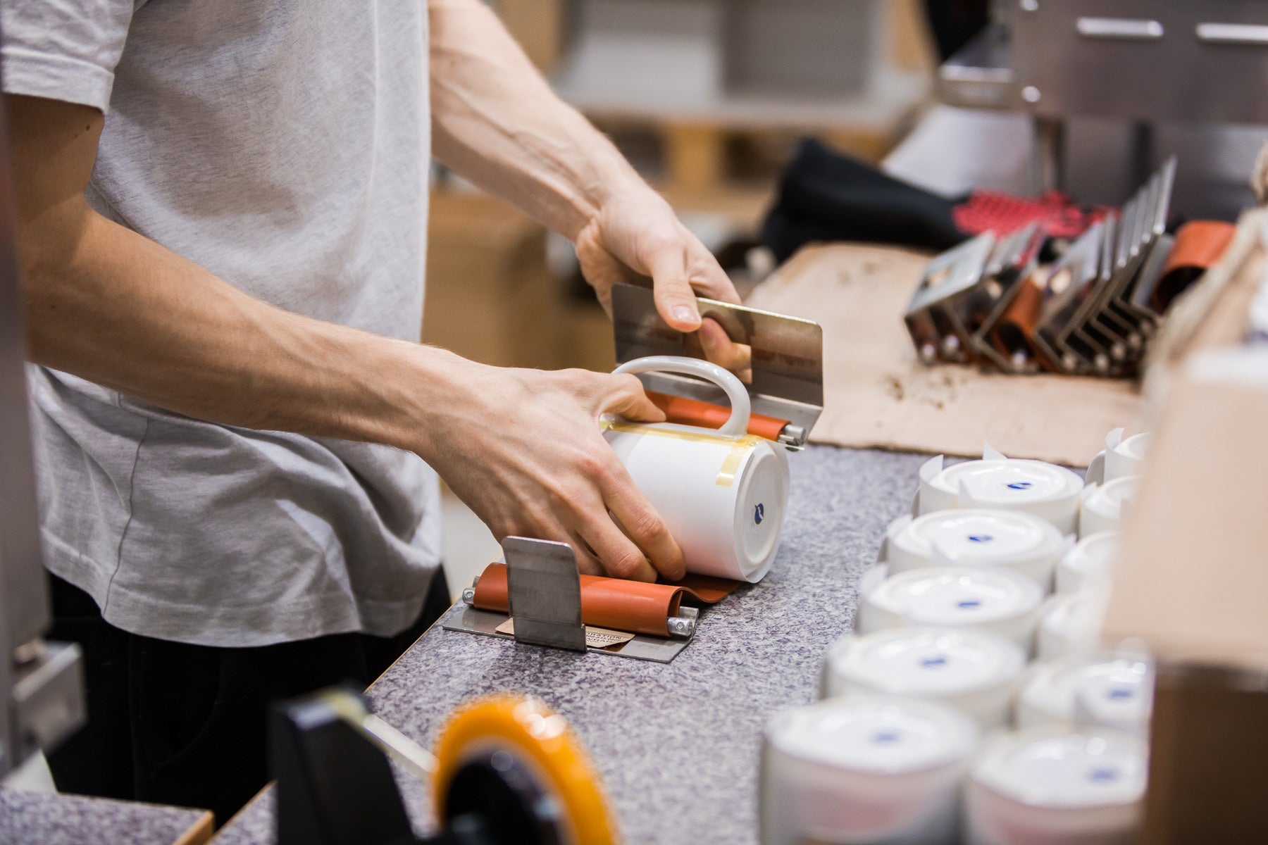 printing coffee mugs by hand