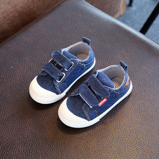 Denim canvas shoes