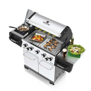 Broil King The Regal™ S590 Gas BBQ Top Angle Lid Open