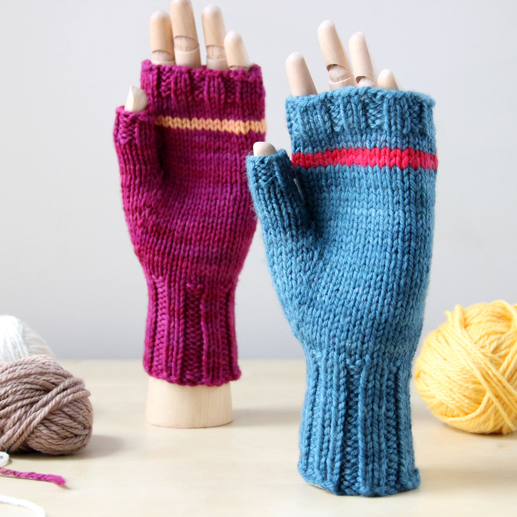 Last Chance KISS Mitts - Teal Striped with Red
