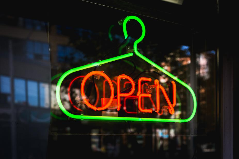 Top 5 Benefits of Business Neon Signs