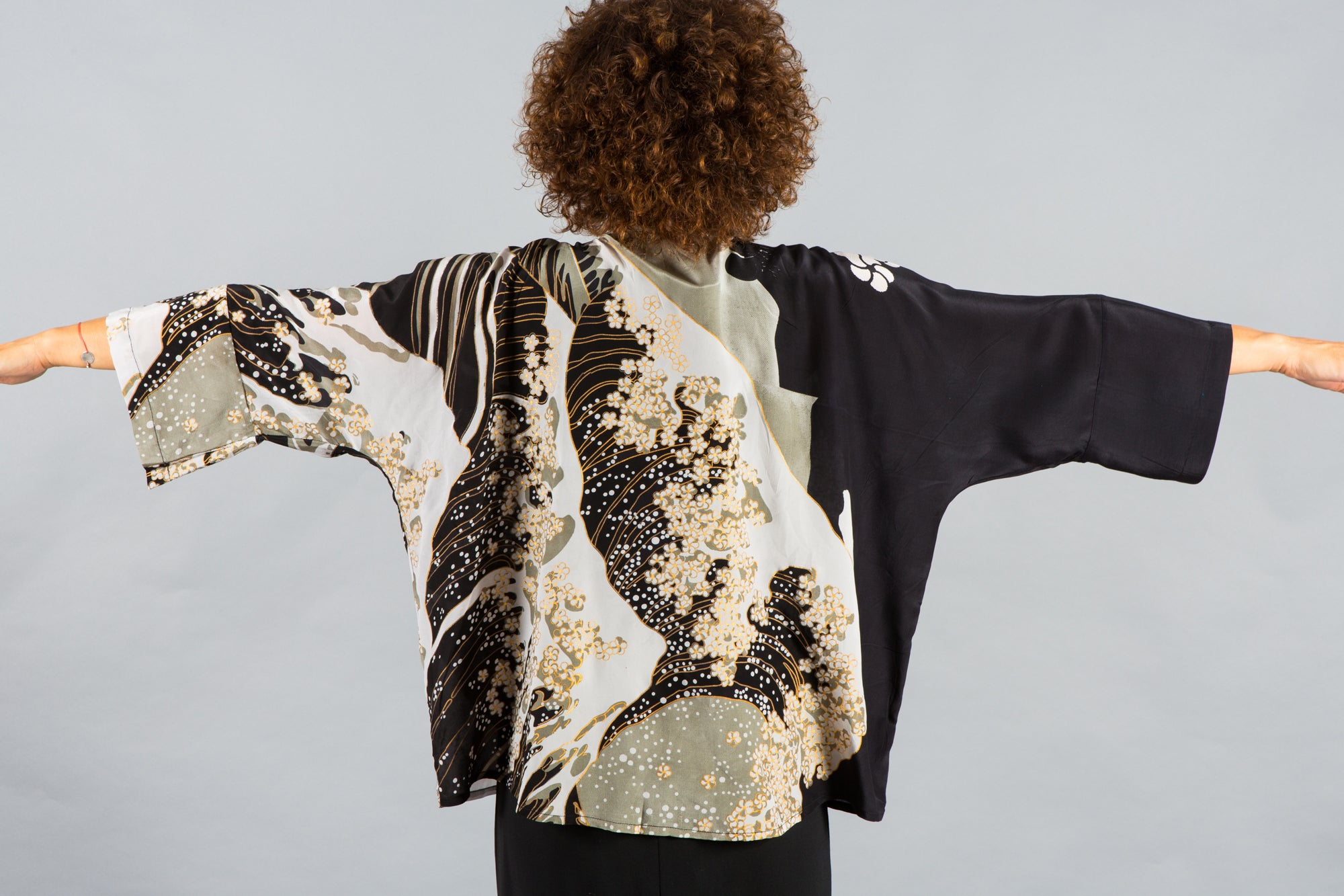 black and white kimono jacket, black and white kimono, silk kimono, silk kimono jacket, silk, crepe silk, cover up
