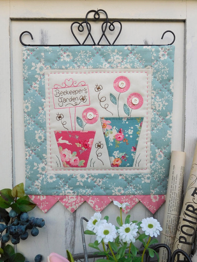 Beekeepers Garden Wallhanging Pattern