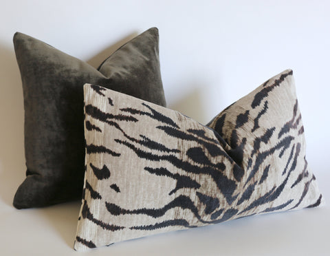 Grey Tiger Velvet Bed Pillow Cover / Large Gray Cushion / 16x24 Dark Grey Pillow / Bedroom Pillow cover 16x24 & Other Sizes - Annabel Bleu
