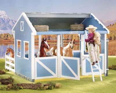 NEW Freedom Series Country Stable Gift Bundle Model Breyer