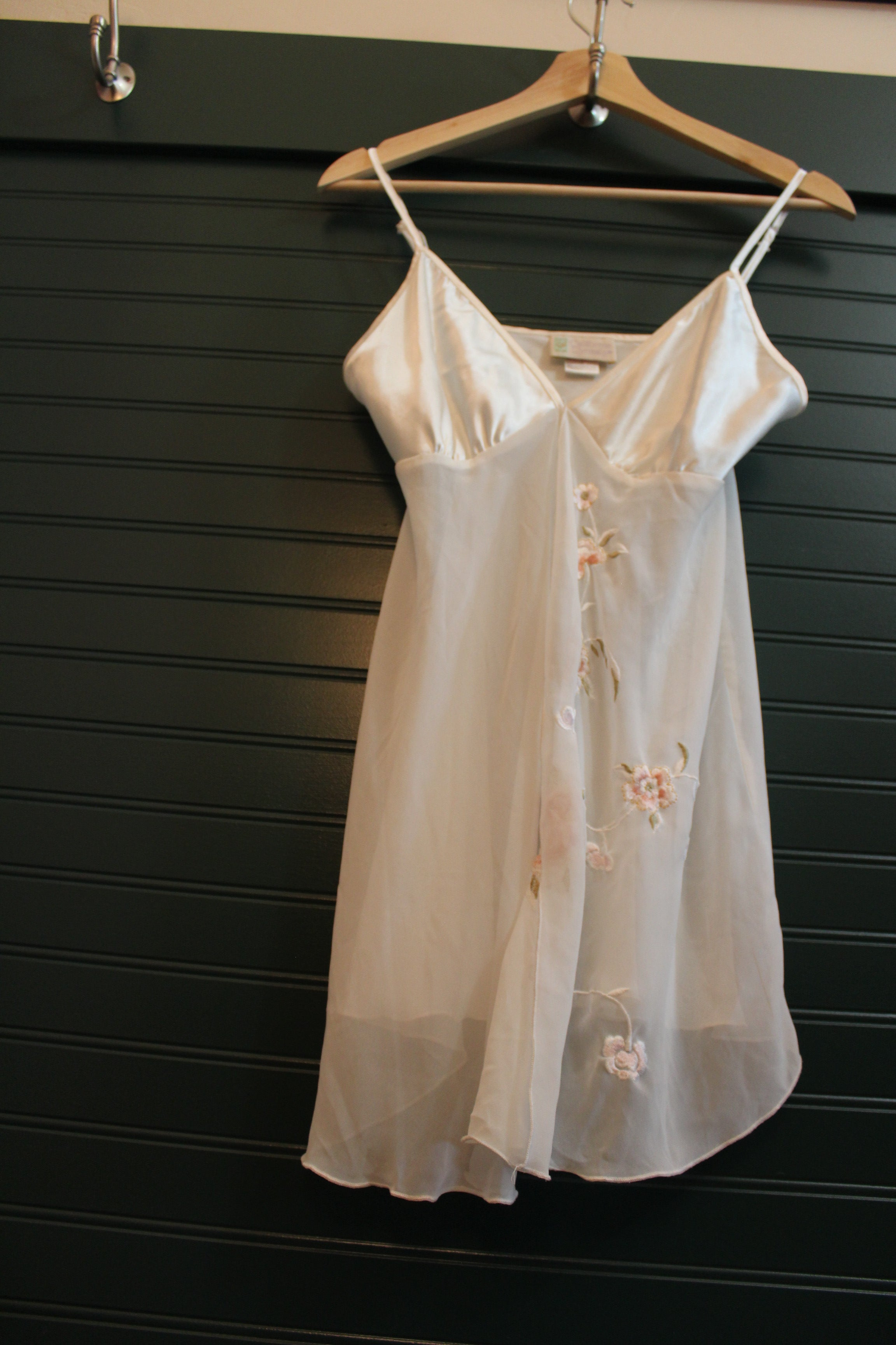 White California Dynasty Night Gown