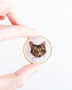 Embroidered Cat Pin - Brown tabby