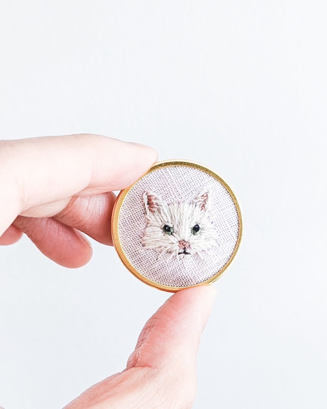 Embroidered Cat Pin - White Maine Coon, long-haired