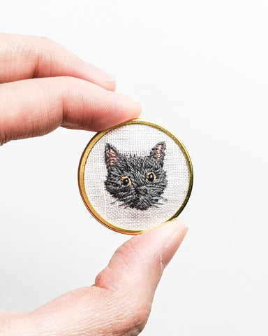 Embroidered Cat Pin - Silver gray, Russian blue
