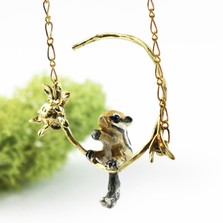 DECOvienya | Chipmunk and gerbera Pendant | Animal jewelry | 可愛勳物首飾 花栗鼠吊墜