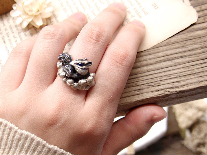 DECOvienya | Chipmunk and acorn ring | animal jewelry | 可愛勳物首飾 花栗鼠戒指