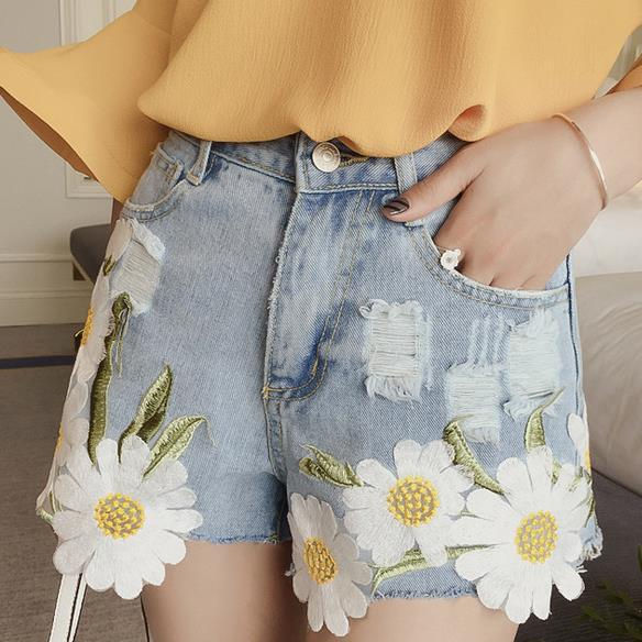 Elegant Embroidered Flowers Frayed Denim Shorts