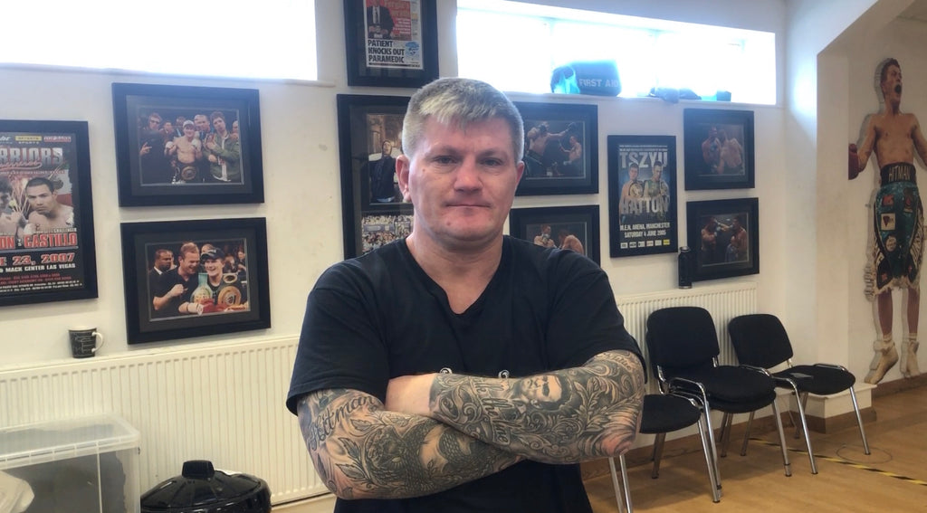 Training the Mexican liver shot on Ultimatum Tabletka 3.0 PWR - A review from Ricky Hatton's boxing gym