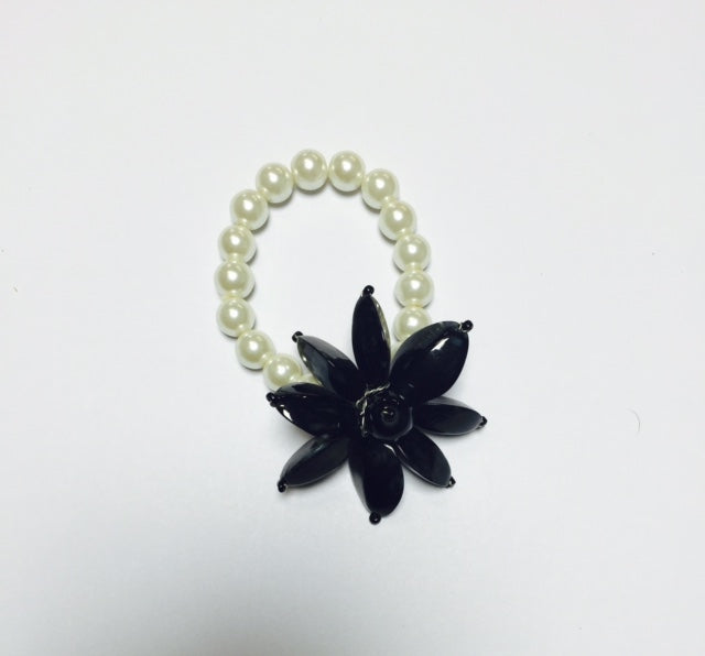 B0128A BRACELET CREAM/BLK FLOWER