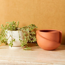 Load image into Gallery viewer, Vayu Terracotta Tabletop Planter