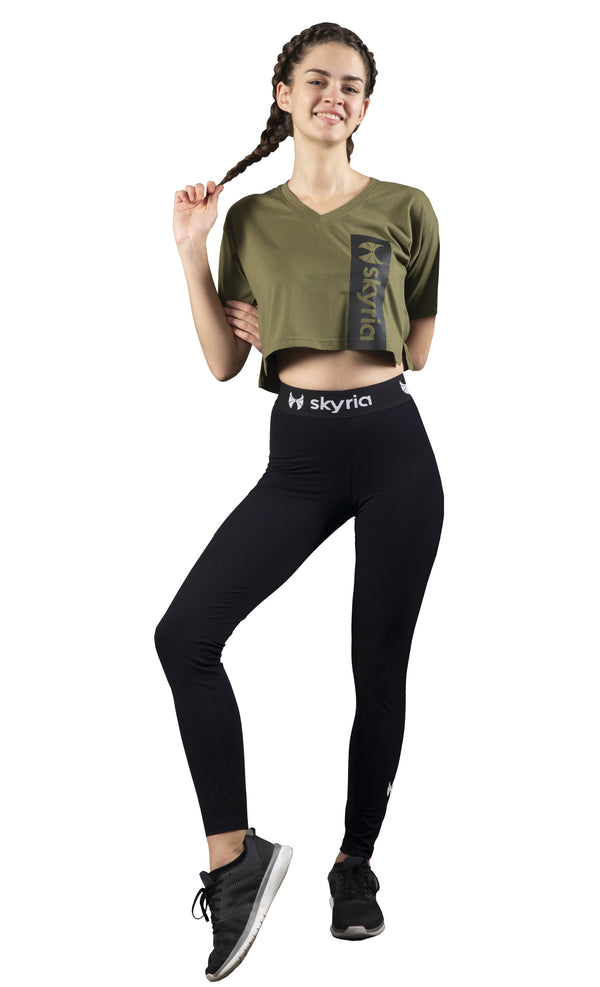 Skyria Crop Top & Black Slim Fit Leggings