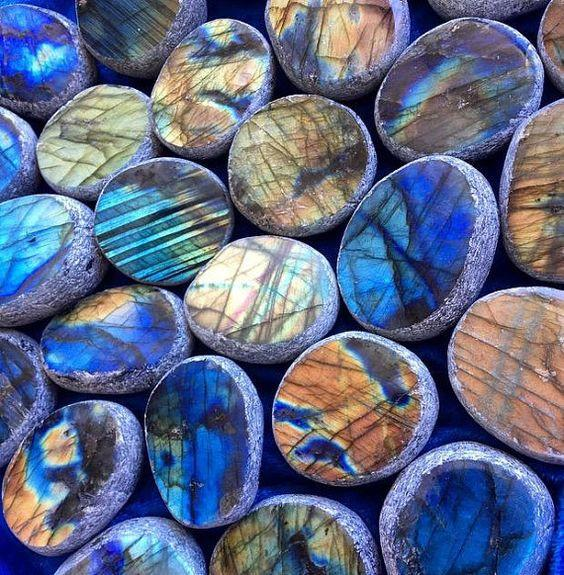 Did you know that Labradorite is phenomenal?