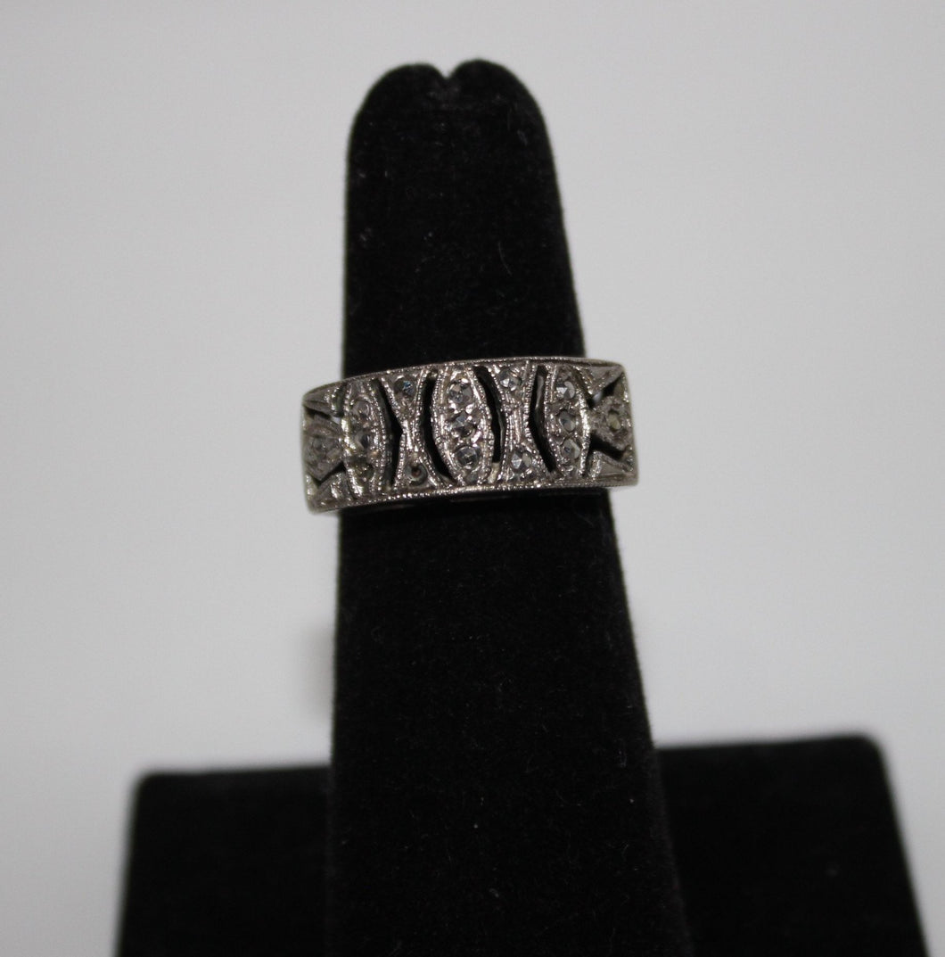 Sterling Silver (.925) Marcasite Ring - Size 5.5 - 4.2 Grams