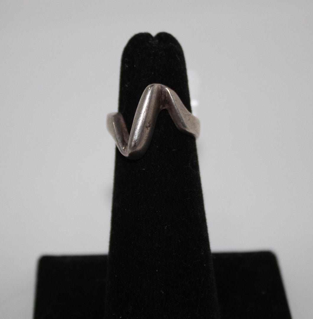Sterling Silver (.925) Swirl Band - 6.2 grams - Size 4